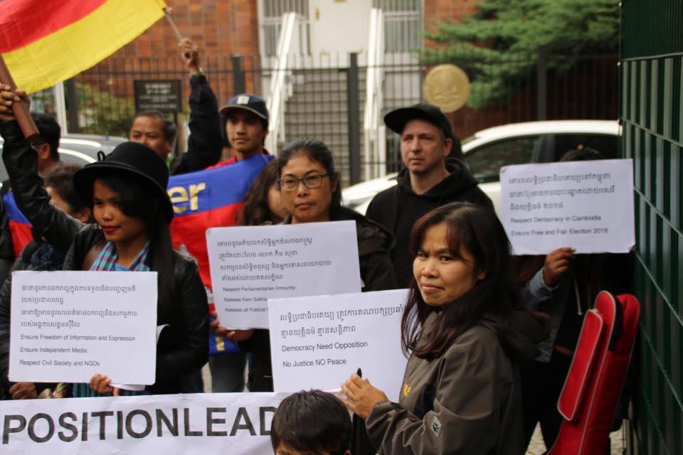 Protest vor der Kambodschanischen Botschaft in Berlin - 9.10.2017 - für Demokratie