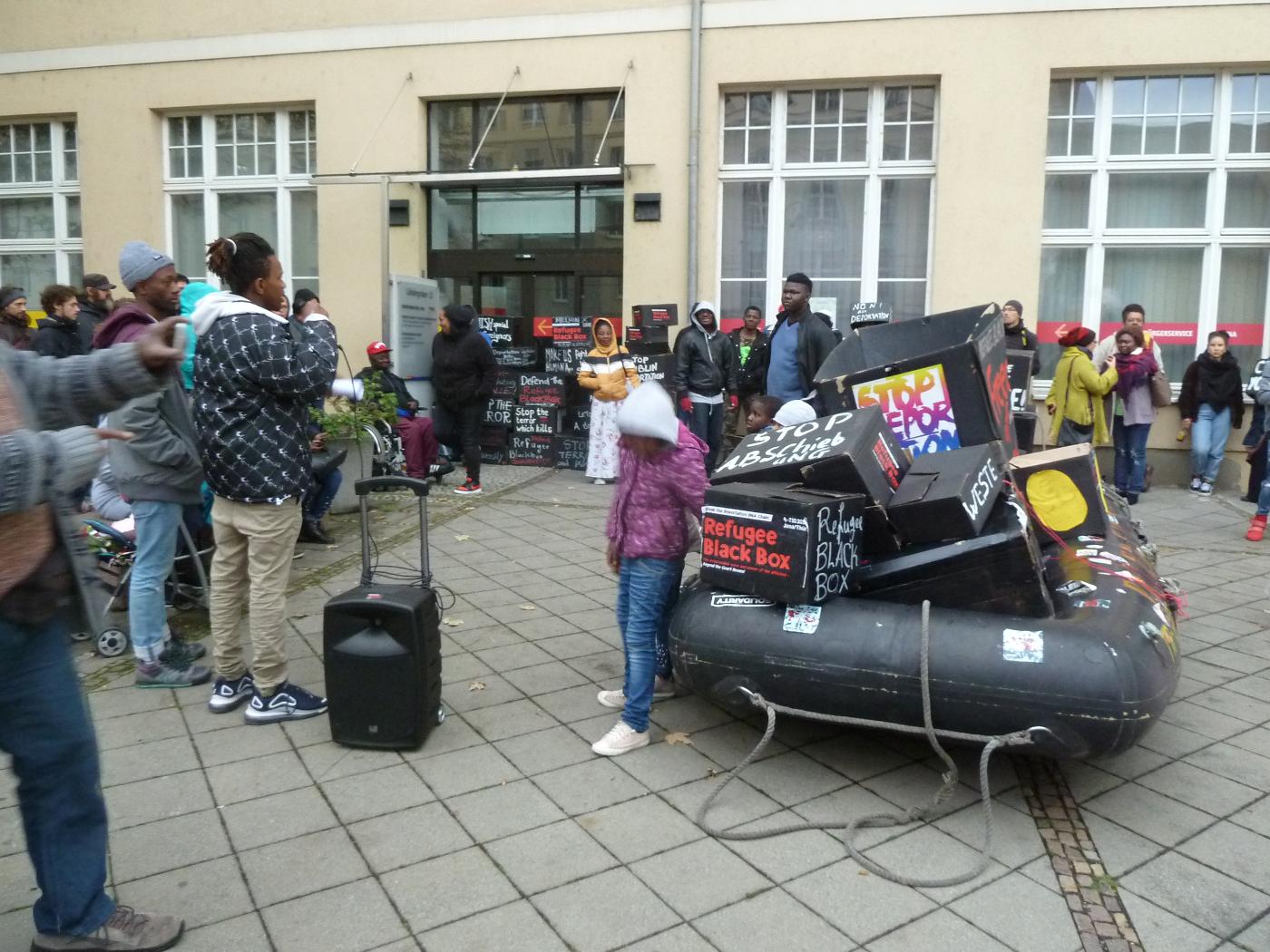 Zwischenkundgebung vor der Ausländerbehörde Jena