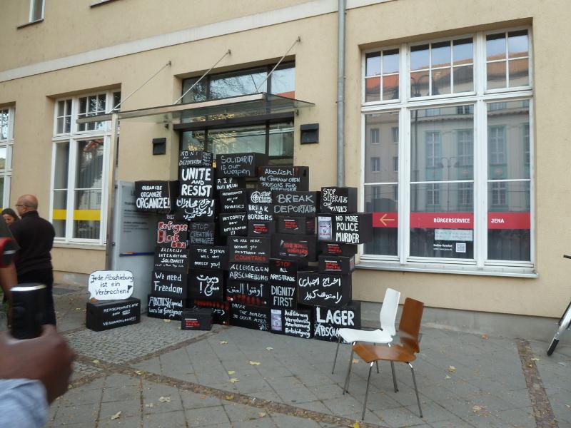 vor der Ausländerbehörde Jena