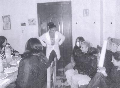 """Bilder der Treffen der Organisation \""""Kinderwiege\"""", bevor sie zerstört wurde."""