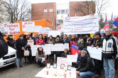 Gedenken der Toten für die Freiheit und Kämpfen für die Zukunft - Berlin vor der Kambodschanischen Botschaft 9.12.2017