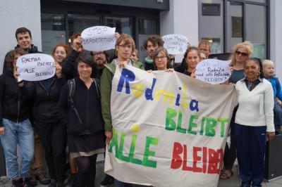 Kundgebung Ausländerbehörde Erfurt Radmila bleibt alle bleiben